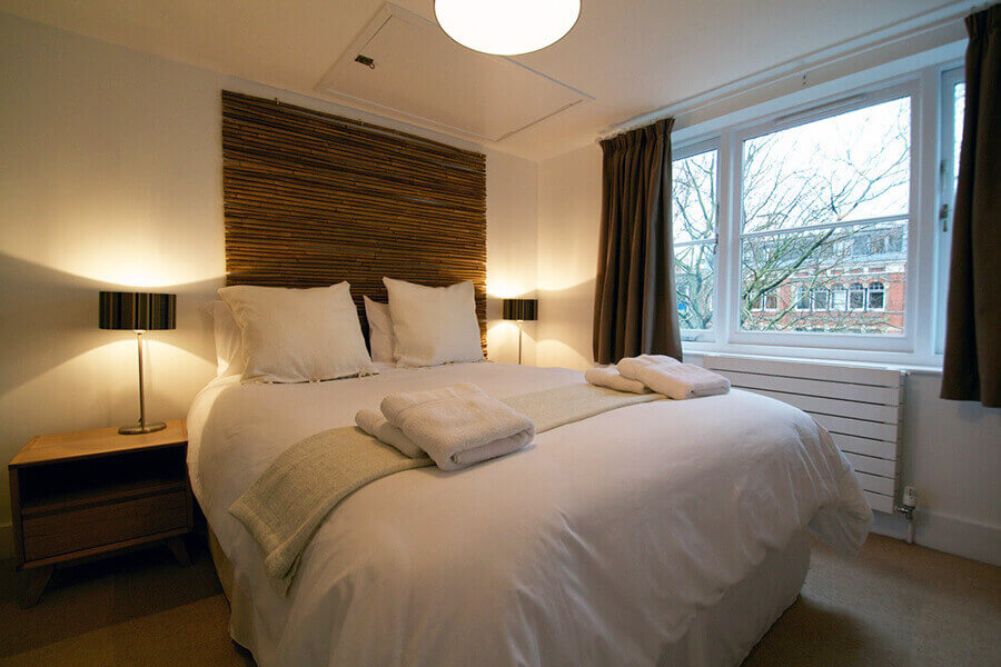 Book three bedroom apartments for five persons in london bloomsbury apartments for Three bedroom apartments london