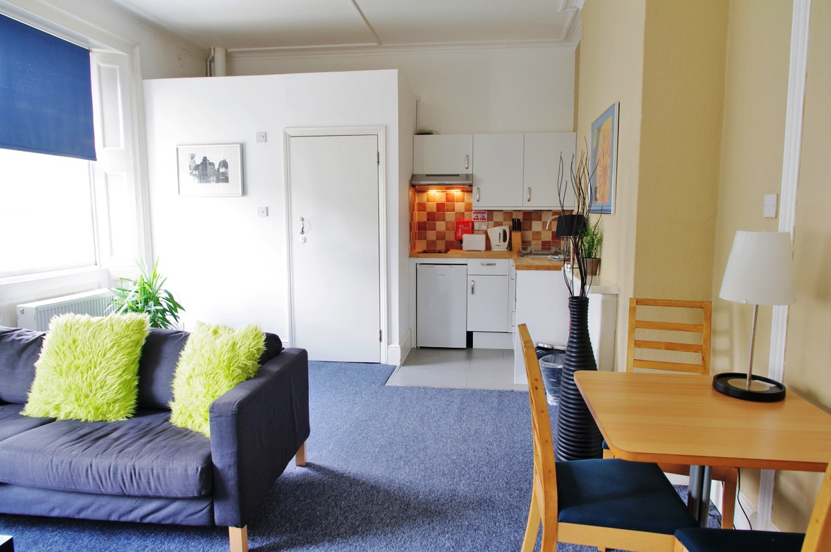 Byng Place Three Bedroom Apartment for Three